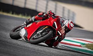 Обои Мотокросс Ducati Едущий Красных Panigale 2017