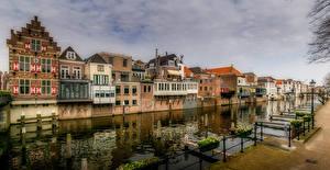 Обои Нидерланды Дома Водный канал Уличные фонари Gorinchem