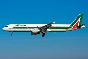 Картинки Пассажирские Самолеты Airbus Сбоку A321-100