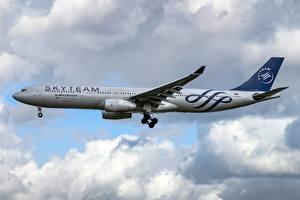 Картинки Пассажирские Самолеты Эйрбас Летящий Сбоку Aeroflot, A330-300 Авиация