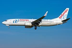 Фото Пассажирские Самолеты Boeing Сбоку 737-800W,Air Europa