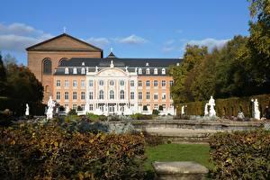 Обои Скульптура Германия Памятники Сады Дворец Electoral Palace, Trier, Rhineland-Palatinate Города
