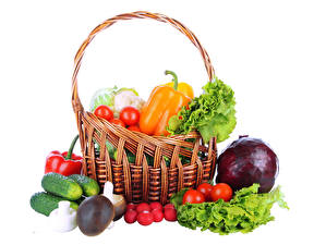 Фото Овощи Перец овощной Томаты Грибы Огурцы Редис Белом фоне Корзины Еда