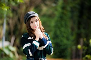 Картинка Азиаты Боке Позирует Рука Милые Шатенки девушка