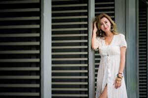 Картинка Азиаты Поза Платье Улыбка Шатенка