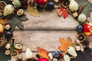 Картинки Осенние Сливы Груши Орехи Доски Листья Шишка Шаблон поздравительной открытки Продукты питания