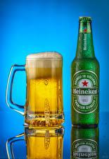 Обои для рабочего стола Пиво Цветной фон Бутылка Кружка Пена Heineken Еда