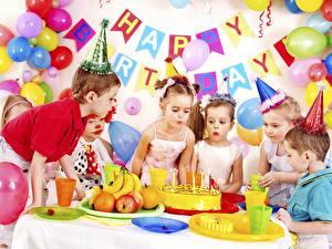 Обои для рабочего стола День рождения Праздники Торты Воздушные шарики Шляпы Английская Девочка Мальчик ребёнок