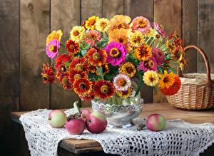 Фотография Букеты Скатерть Яблоки Осенние Натюрморт Корзина Ваза цветок