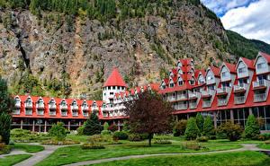 Картинка Канада Скале Отель Газон Дерева Three Valley Lake Chateau British Columbia город