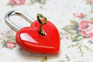 Фотографии Вблизи Висячий замок Ключа Красный Сердечко