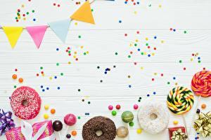 Обои для рабочего стола Пончики Праздники Конфетти Шаблон поздравительной открытки Еда