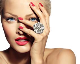 Фотографии Глаза Пальцы Крупным планом Белый фон Лица Смотрят Красными губами Маникюра Кольцо Девушки