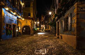 Картинка Франция Здания Улице Ночные Уличные фонари Riquewihr город