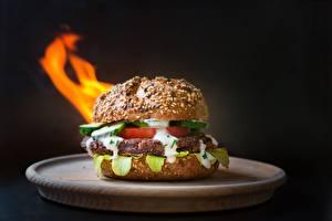 Картинка Гамбургер Котлеты Вблизи Размытый фон Тарелка Пища