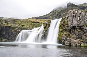 Картинки Исландия Водопады Утес Тумане Waterfall Kirkjufellsfoss Природа