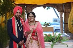 Картинка Индийские Мужчина Свадьбы Вдвоем Жениха Невеста Девушки