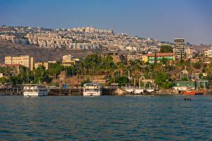 Картинка Израиль Здания Пирсы Корабли Заливы Tiberias Города