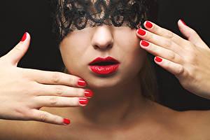 Фото Маски Лицо Руки Маникюр Красные губы молодые женщины