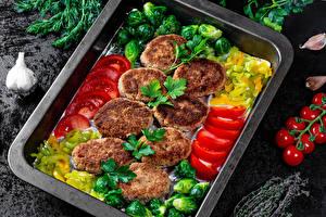Фотографии Мясные продукты Котлеты Овощи Укроп Томаты Чеснок Нарезка