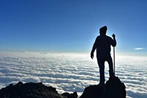 Картинка Мужчины Альпинисты Скалы Облака Силуэта Природа