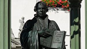 Фотография Мужчины Скульптуры Памятники Книги Martin Luther