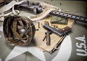 Фотографии Военная каска Пистолет Ножик Патроны Пулеметы Американский