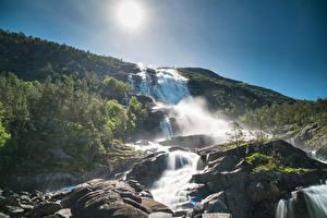 Обои Норвегия Водопады Холмы Солнце Uskedal Hordaland Fylke