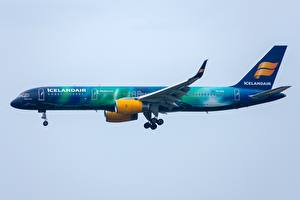 Картинка Пассажирские Самолеты Боинг Сбоку Icelandair, 757-200W