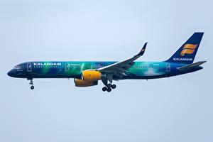 Картинка Пассажирские Самолеты Boeing Сбоку Icelandair, 757-200W