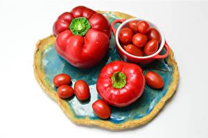 Фотографии Перец овощной Помидоры Белом фоне Красный Еда