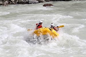 Фотографии Рафтинг Река Лодки Канада С брызгами Шлема Fraser River, British Columbia спортивный
