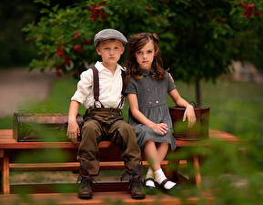 Фотографии Старинные Скамейка Боке Вдвоем Мальчишка Девочки Сидящие