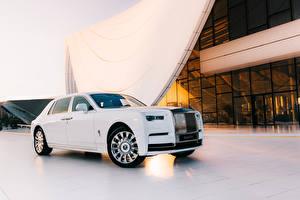 Картинки Rolls-Royce Белые Металлик Роскошные 2019 Phantom Tranquillity автомобиль