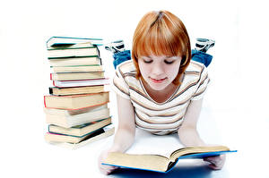 Фотография Школа Белом фоне Девочка Книга Школьница Читает Дети