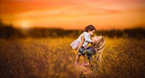 Картинки Рассвет и закат Поля Мать Девочка Боке Девушки