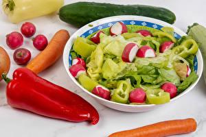 Фотография Овощи Редис Перец Морковь Огурцы Тарелка Продукты питания