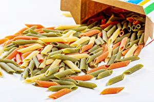 Фотография Белый фон Макароны Разноцветные Пища