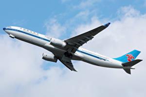 Фото Эйрбас Самолеты Пассажирские Самолеты Летит A330 Авиация