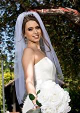 Картинки Букет Невеста Шатенки Улыбается Девушки