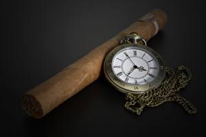 Обои Часы Карманные часы Сигара Сером фоне