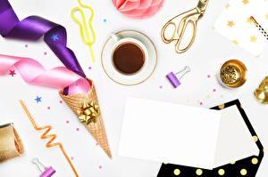 Обои для рабочего стола Кофе Лист бумаги Чашке Ленточка Вафельный рожок Шаблон поздравительной открытки