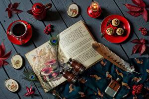 Картинки Перья Чай Ягоды Книги Листва Доски