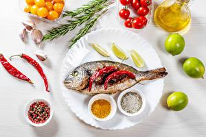 Картинки Рыба Острый перец чили Лайм Специи Помидоры Чеснок Тарелка Еда