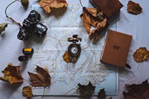 Фотографии География Листва Фотокамера Книги Компаса