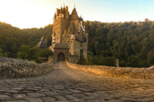 Картинка Германия Замок Дороги Burg Eltz город