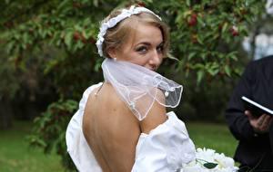 Фото Hayley Marie Coppin Невесты Блондинка Взгляд Спины Девушки