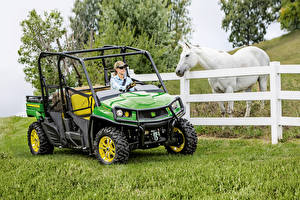 Обои Лошадь Side by Side Траве 2016-19 John Deere Gator XUV590i S4 девушка Животные