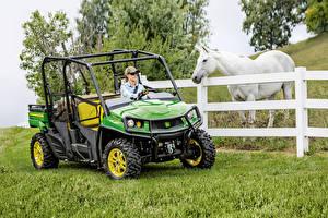 Обои Лошадь Side by Side Трава 2016-19 John Deere Gator XUV590i S4 девушка Животные
