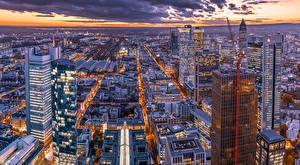 Картинки Здания Вечер Небоскребы Франкфурт-на-Майне Германия Мегаполис Сверху город
